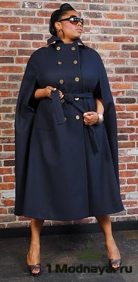 Удлиненное пальто с двубортным воротником