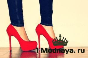с чем носить красные туфли фото