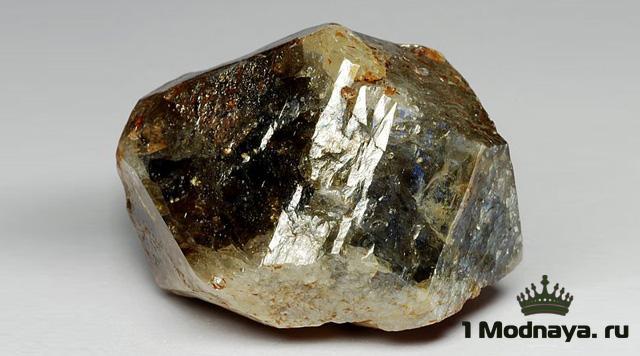 камень цирконий фото свойства и значение